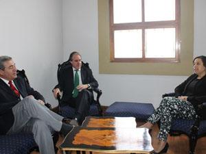 Rodolfo Barbosa gerente EPA, Francisco Javier González presidente del directorio EPA y gobernadora provincial , Andrea Murillo.