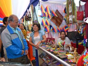 Alcalde Salvador Urrutia recorriendo la feria