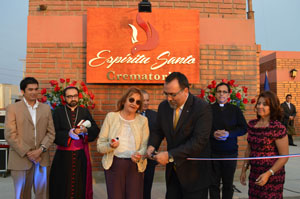 Anthony Torres, alcalde subrogante de Arica, corta la cinta de inauguración