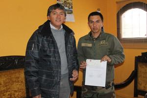 Gobernador de Parinacota, Roberto Lau y el tesorero del Club Deportivo Huamachuco, Ricardo Díaz Vera