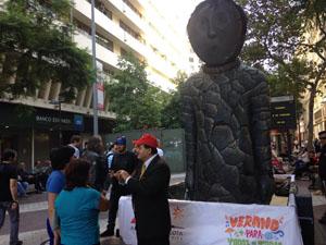 Core Mauricio Paredes en pleno paseo Ahumada de Santiago