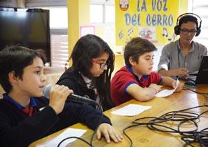 Alumnos de Radio La Voz del Cerro