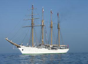 Recalan en el Puerto de Iquique el Buque Escuela Esmeralda junto a los Buques Almirante Carlos Condell