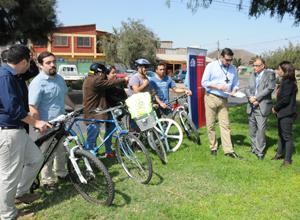 Ciclistas ariqueños, Juan Arcaya director regional del SERVIU y Emilio Rodríguez, intendente regional
