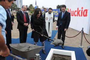 Andrea Murillo, intendenta subrogante coloca primera piedra de Casino Luckia y hotel cinco estrellas.