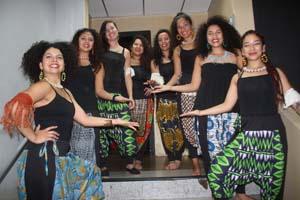Colectivo artístico femenino Aluna Tambó a su llegada de Ecuador