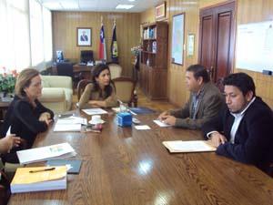 Consejeros regionales David Zapata y Gary Tapia, junto a Marta Meza y la intendenta regional Gladys Acuña