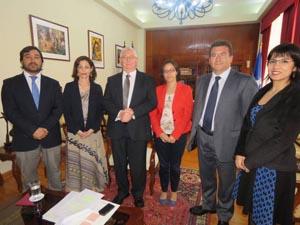 Ministro de la Corte Suprema Lamberto Cisternas junto a jueces locales