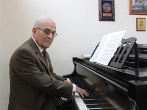 Gustavo Morales Recabarren Director de Coro de la UTA