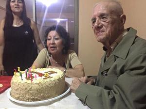 El profesor y escritor José Morales Salazar junto a su esposa Judit  Pinto Rodríguez celebrando sus 59 años de matrimonio.