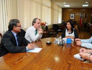 Presidente de la Empresa Portuaria Arica (EPA), Francisco Javier González junto al Gerente General, Iván Silva Focacci y a la intendenta regional Gladys Acuña