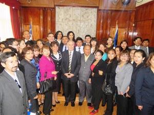 El presidente (S) de la Corte de Apelaciones de Arica, ministro Marcelo Urzúa Pacheco, junto a la delegación peruana