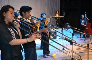 Banda Contrapunto Jazz en plena actuación en el Teatro Municipal