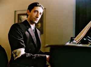 Adrien Brody, en el papel  del pianista polaco Wladyslaw Szpilman, en la película El Pianista