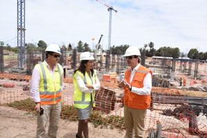 Intendenta regional Gladys Acuña junto Peter Müfeller, gerente general de las empresas Arica City Center.