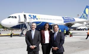 Andrés Alarcón, Gerente General de Travel Club; Carmen Gloria Serrat, Directora Comercial de SKY; y Eduardo Ebensperger, Gerente División Comercial del Banco de Chile.