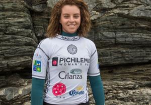 Destacada surfista ariqueña Lorena Fica