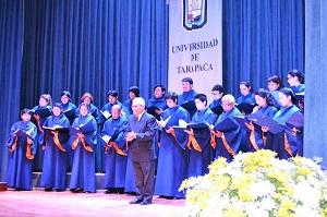 Coro de la Universidad de Tarapacá dirigido por el profesor  Gustavo Morales
