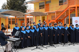 """Coro de Voces Blancas de la Escuela D-24 """"Gabriela Mistral""""."""