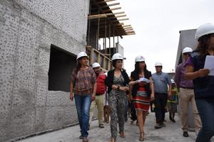 """Autoridades visitando las obras del nuevo jardin infantil y sala cuna """"El Pedregal"""""""