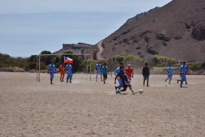 Caleta Vitor entre el deporte y el cuidado del medio ambiente_1
